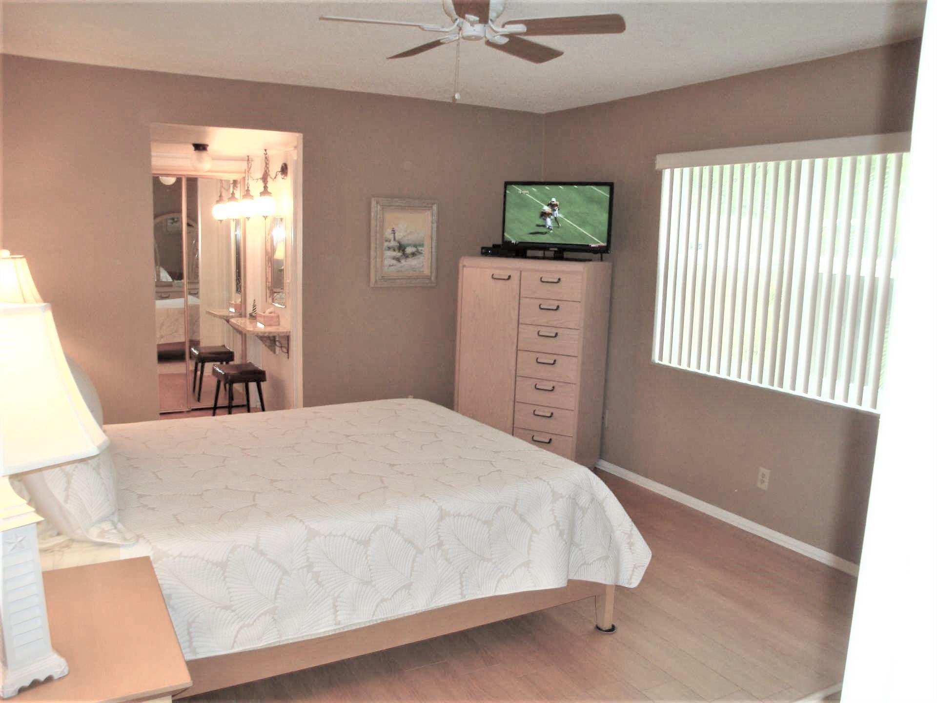 Master bedroom has queen bed, HDTV, vanity area and full bat