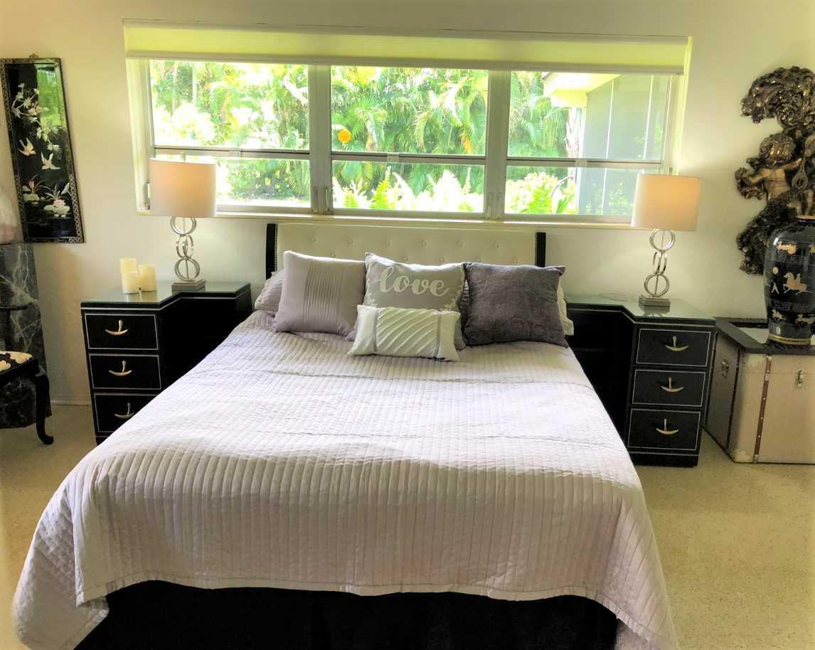 Garden bedroom has queen bed.