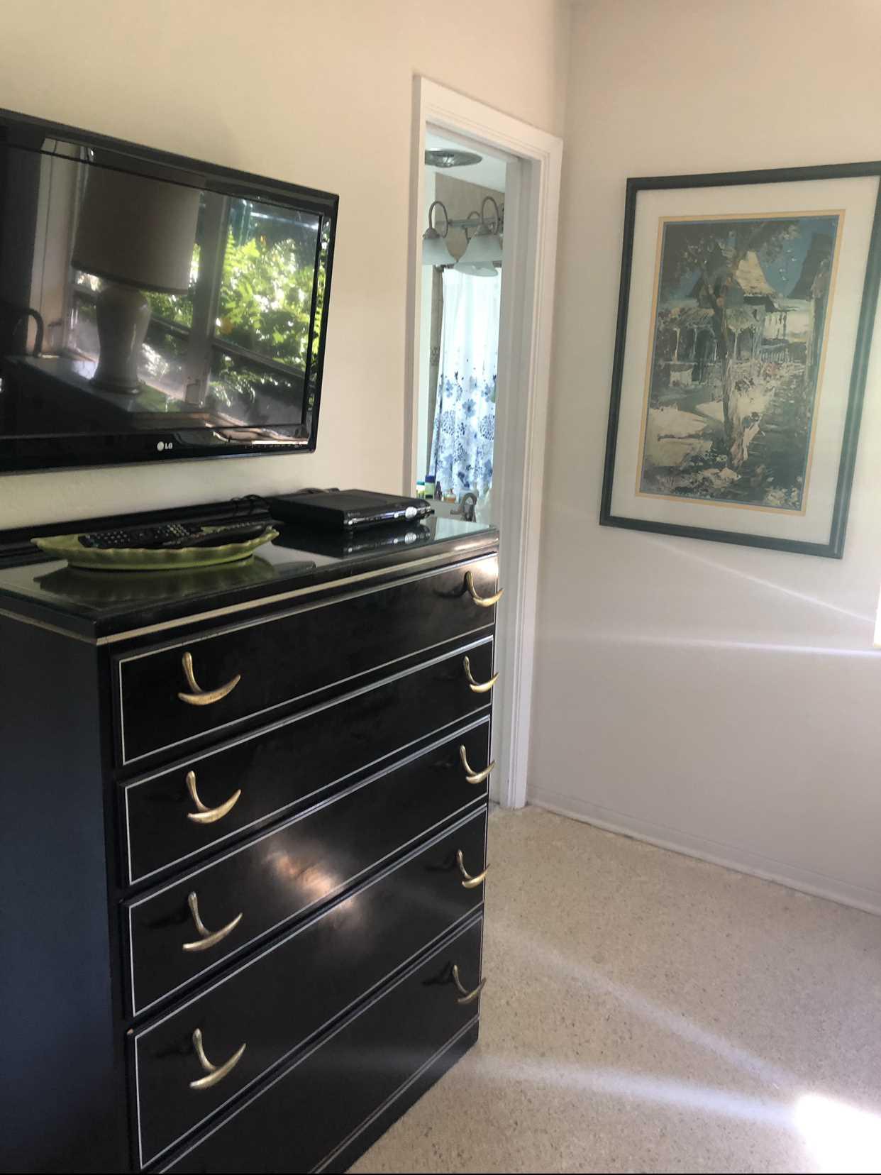 Garden bedroom has HDTV.