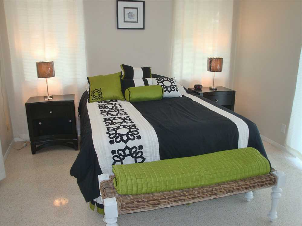 Stylish second bedroom has new queen size bed.