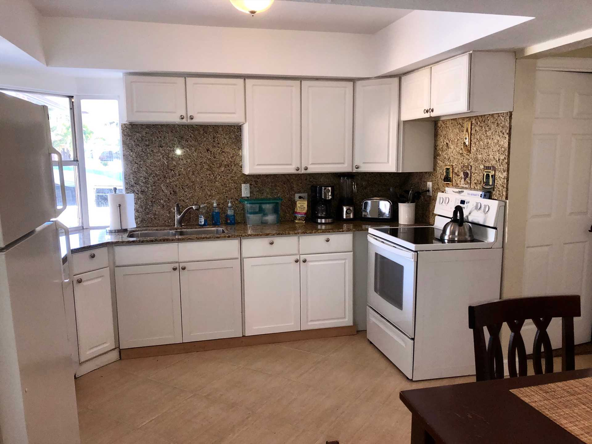 Fully equipped kitchen has all the appliances and features p