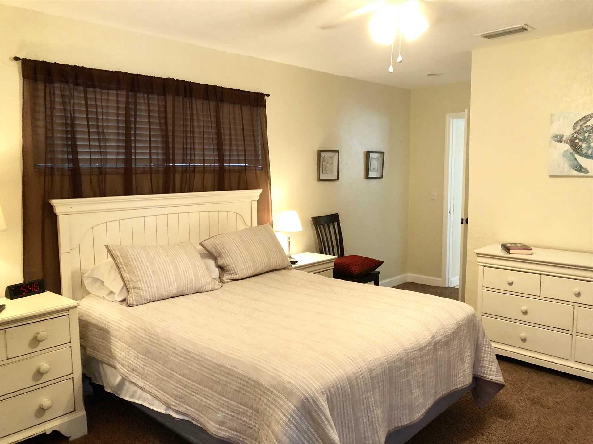 Master bedroom has queen bed and walk in closet.