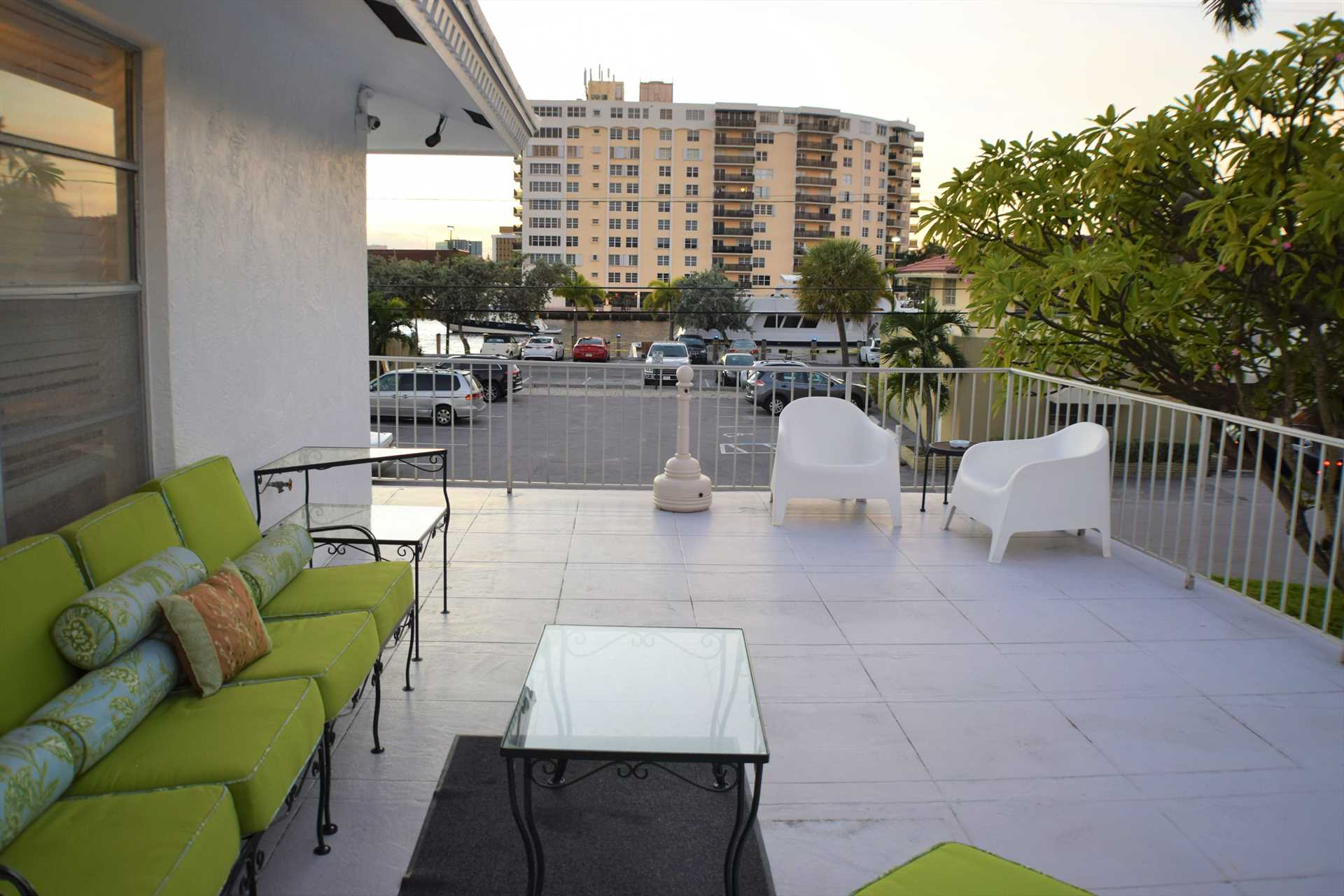 Relax on the sun deck and enjoy your favorite beverage.