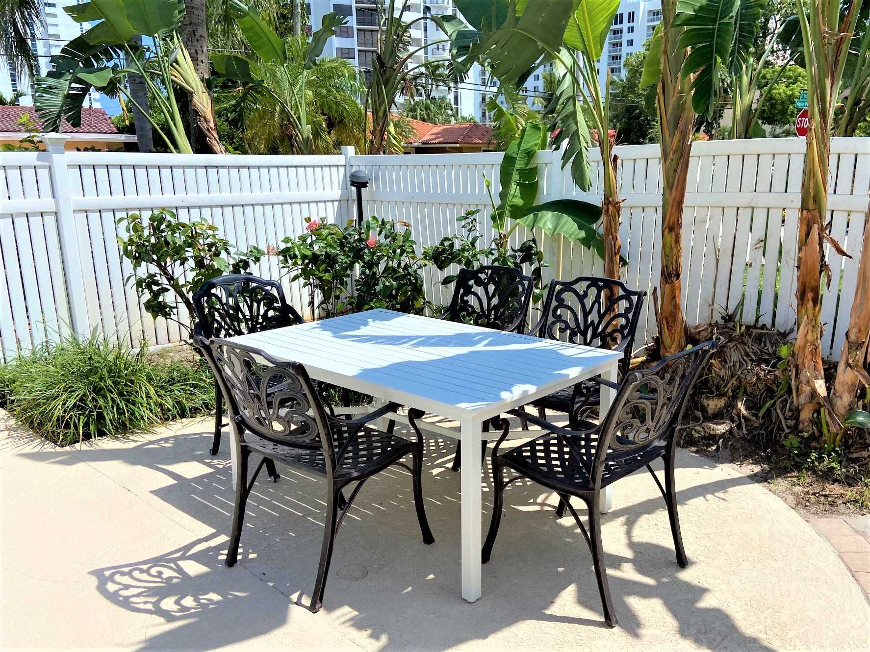 Dine poolside in the south Florida lifestyle.